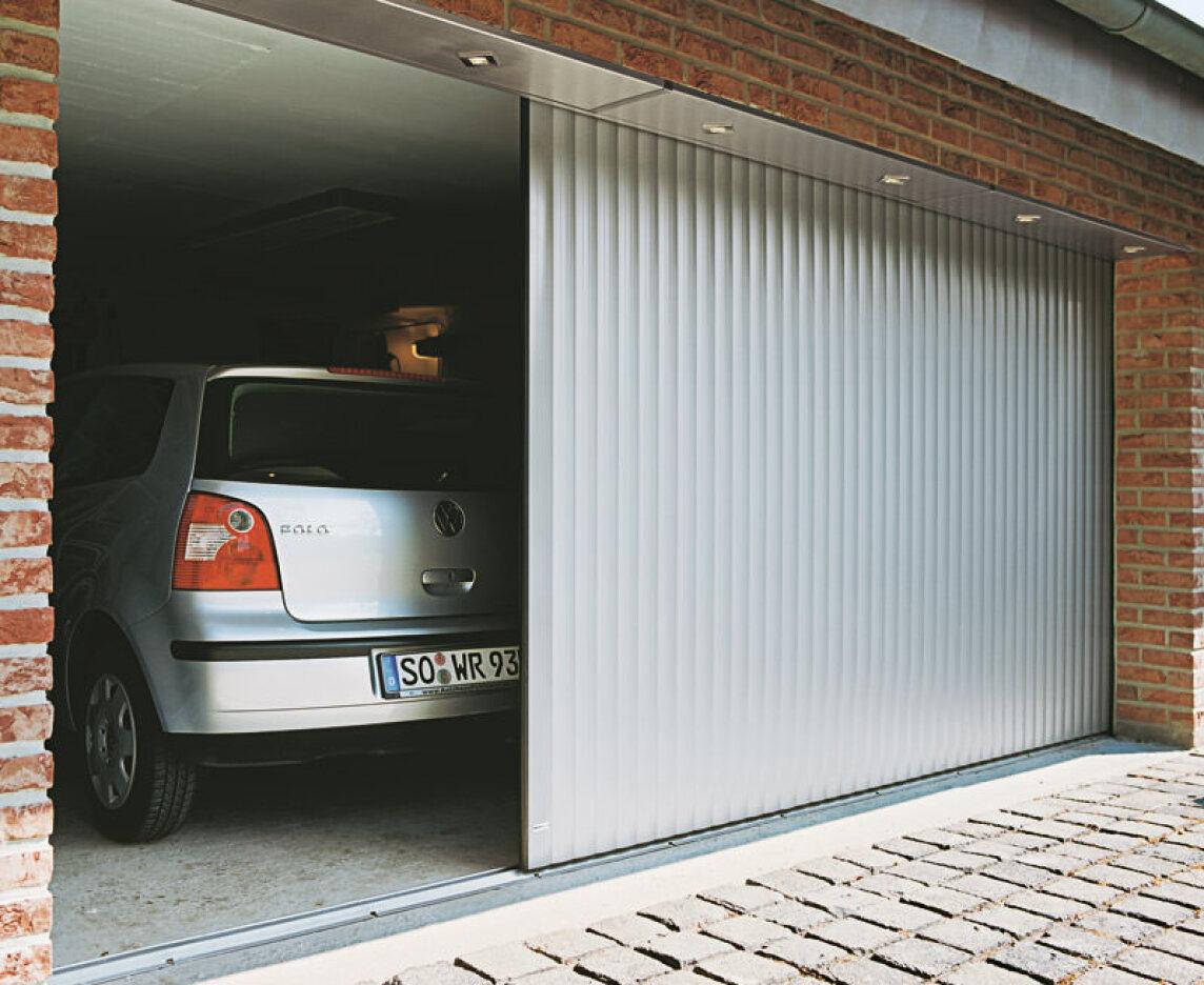 aluminium garagentore als roll deckenlauf und schiebetore deckenlauftor seitenlauftor. Black Bedroom Furniture Sets. Home Design Ideas
