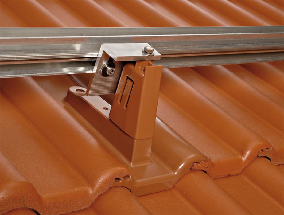 braas setzt auf photovoltaik aufdachsystem sofi top. Black Bedroom Furniture Sets. Home Design Ideas