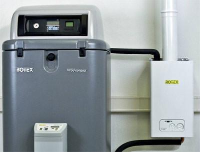 Hybrid-Wärmepumpe Rotex HPSU compact mit Gas-Brennwert-Booster / Backup-Heater