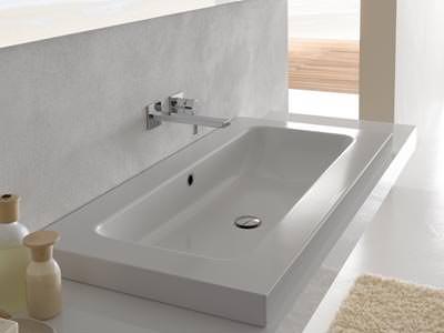 wanne mit dusche excellent begehbare badewanne mit dusche hauptdesign with wanne mit dusche. Black Bedroom Furniture Sets. Home Design Ideas