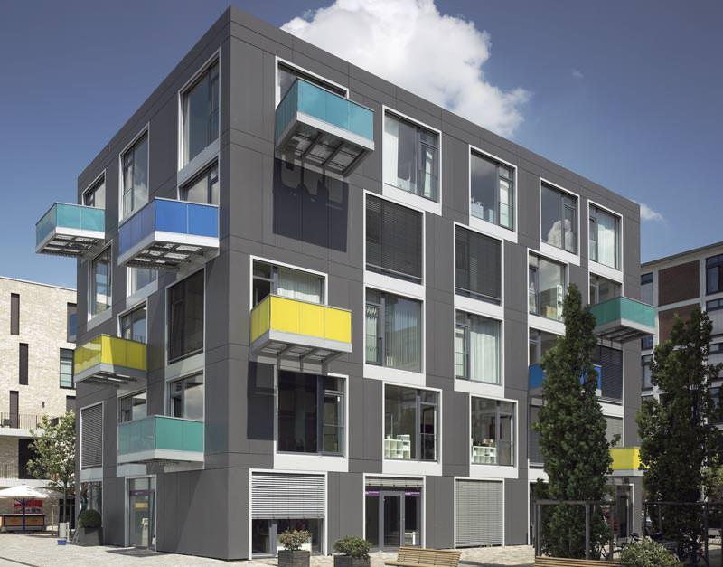 bunt trifft im speicherhafen in bremen auf anthrazitfarbene eternit fassade faserzementfassade. Black Bedroom Furniture Sets. Home Design Ideas