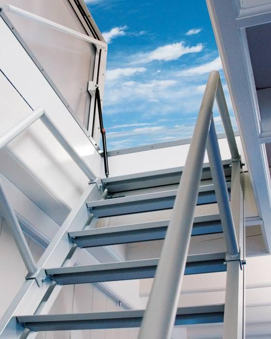 dachausstieg mit t v und baumustergepr fter geschosstreppe flachdachausstieg und dachluke f r. Black Bedroom Furniture Sets. Home Design Ideas