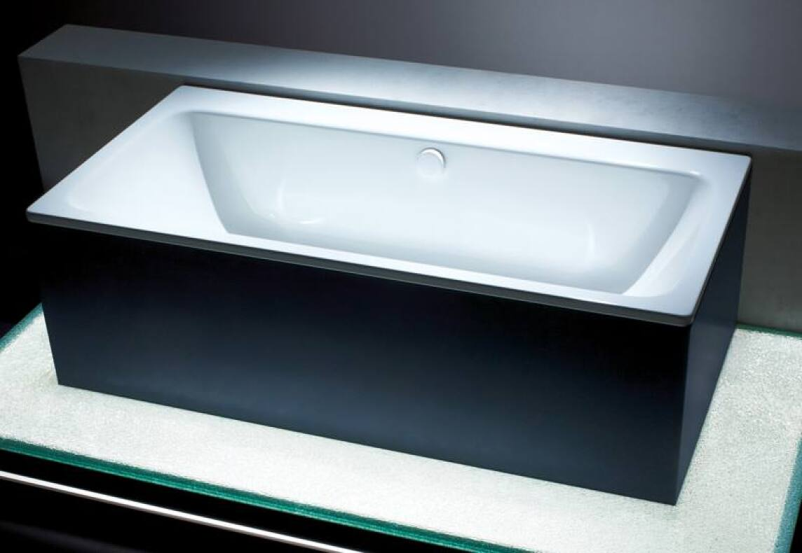 neue kaldewei badewanne spielt mit der asymmetrie. Black Bedroom Furniture Sets. Home Design Ideas