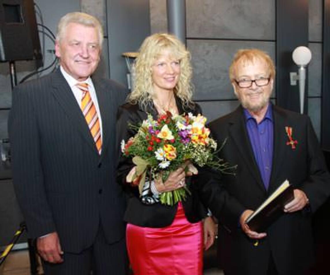 Wirtschaftsminister Ernst Pfister, Jürgen G. Hess und Ehefrau Monika
