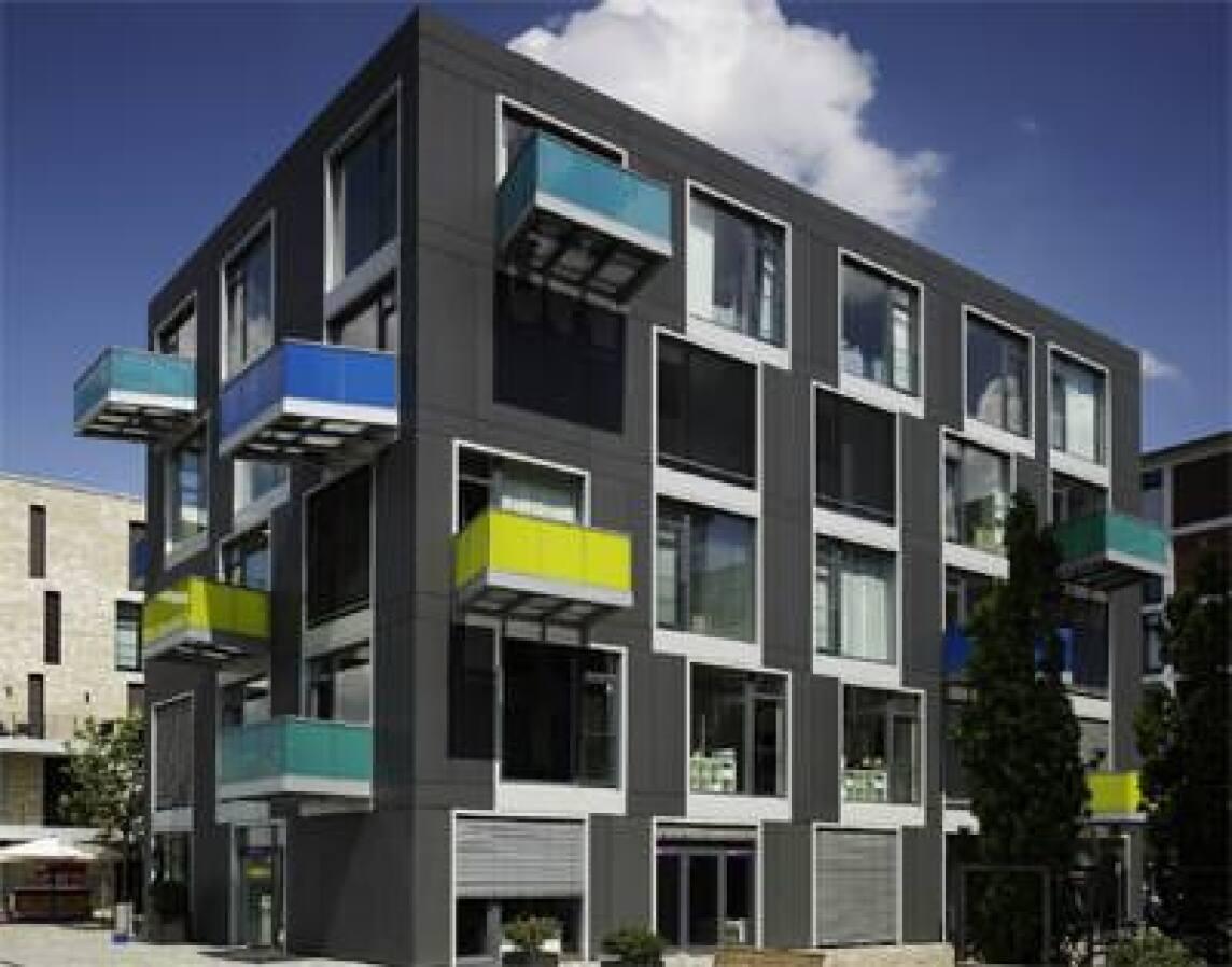 Glasfassade bunt  Bunt trifft im Speicherhafen in Bremen auf anthrazitfarbene ...