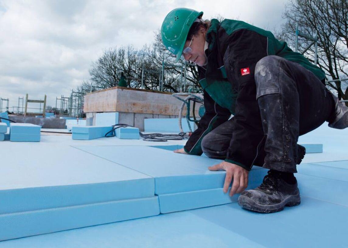 XPS-Dämmplatten Roofmate SL-A in Kombination mit der wasserableitenden Trennlage Roofmate MK
