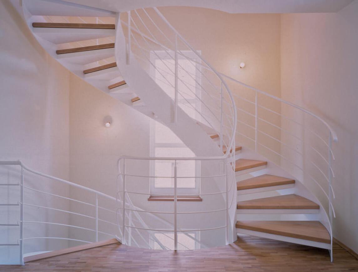 im trend treppen auf das wesentliche reduziert. Black Bedroom Furniture Sets. Home Design Ideas