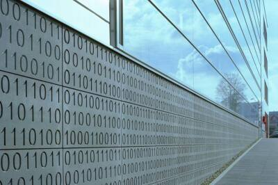 eingelassener Binärcode für das Bürogebäude 'binary' in Essen (Bahl + Partner Architekten)