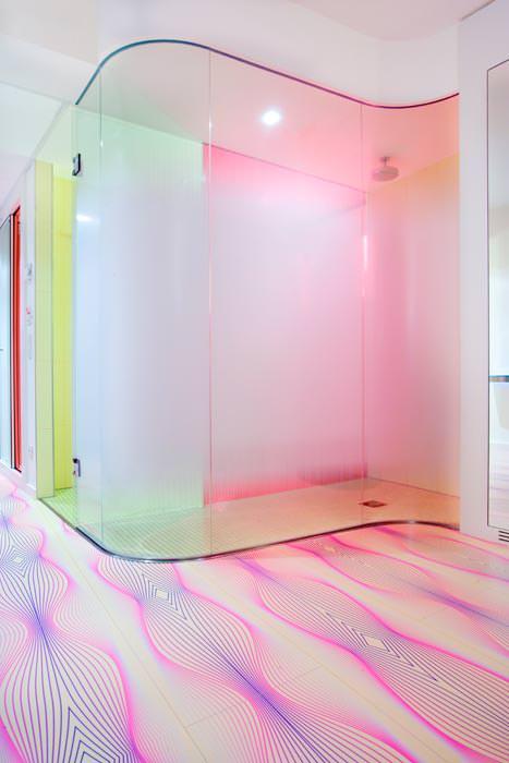 "Pink und pop: 8000 quadratmeter ""parador identity"" im kult hotel ..."