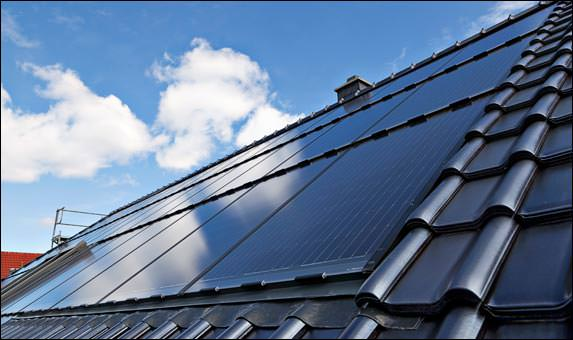 solarwatts neues pv indachsystem easy in l sst sich direkt auf dachlatten montieren. Black Bedroom Furniture Sets. Home Design Ideas