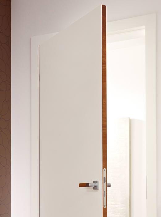 Hgm türen  Nur bei geöffneter Tür sichtbar: Furnierte Türkante mit red dot ...