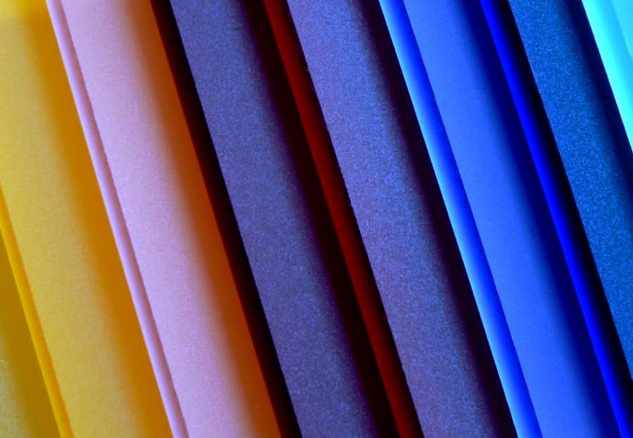 satiniertes acrylglas f r leuchtende designelemente in bunter vielfalt. Black Bedroom Furniture Sets. Home Design Ideas