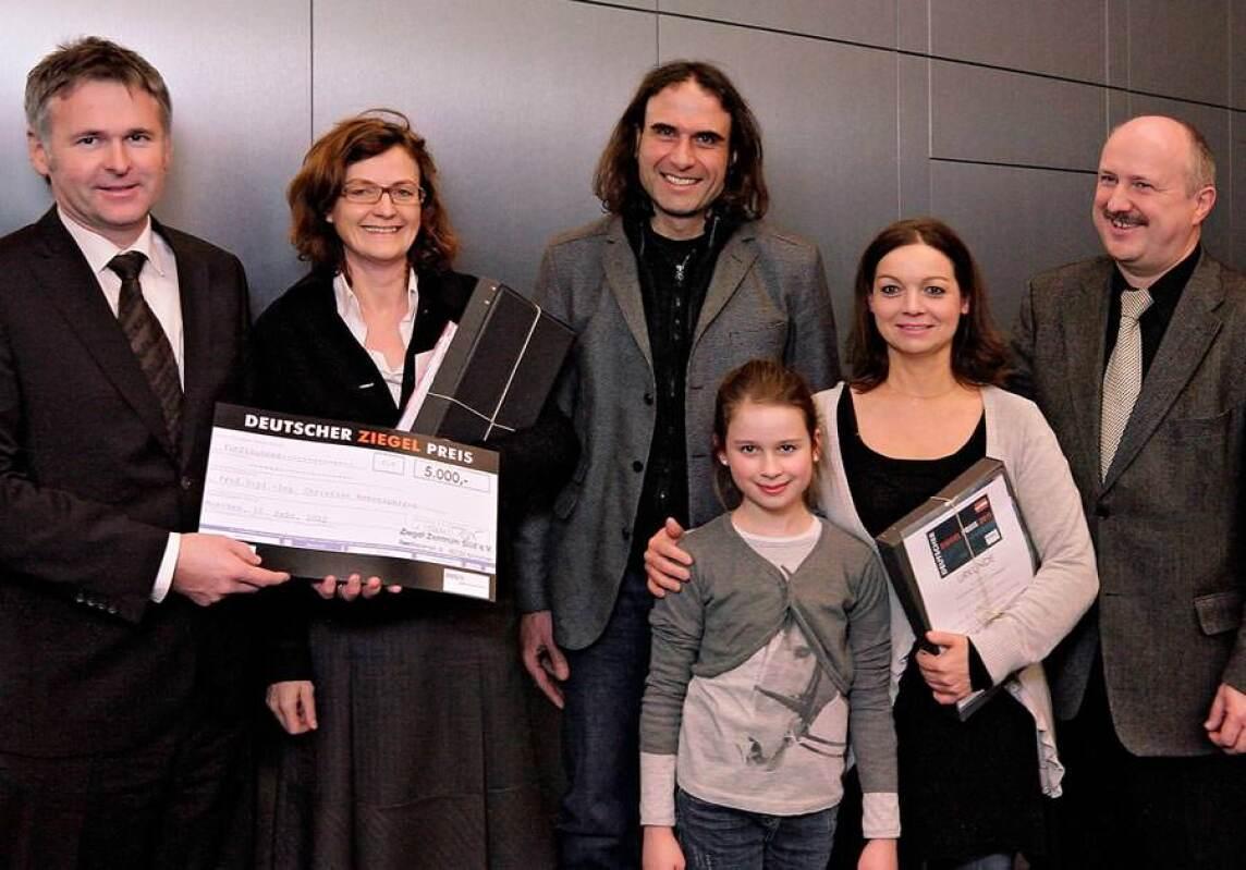 Ziegelpreis-Gewinnerin des Hauptpreises, Prof. Christine Remensperger (2. von links)