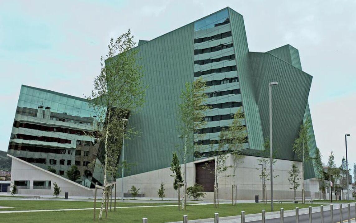 Kulturzentrum in Pola de Siero von den Architekten José Benito Díaz und María José Fernández
