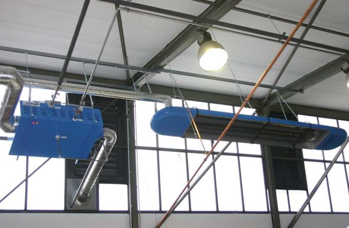 Die Restwärme der installierten Hallenheizungen wird über eine Sammelabgasanlage dem Wärmetauscher O.P.U.S.<sup>