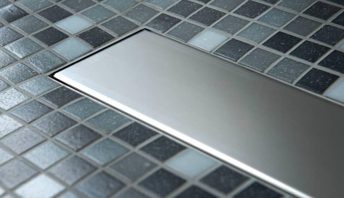 saniku kombiniert duschboard mit designorientierter entw sserungsrinne. Black Bedroom Furniture Sets. Home Design Ideas