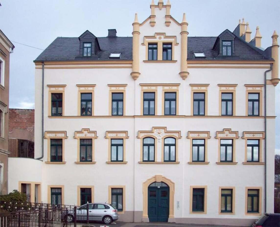 Helle Farbgebung, Stil-Elemente betont: Dieses historische Gebäude strahlt jetzt wieder wie in früheren Tagen. Für die hervorragende Ausführung – geleistet in acht Arbeitstagen mit durchschnittlich vier Mitarbeitern – erhielt Maler Sven Morgner jetzt den ersten Preis beim Südwest-Fassadenpreis 2011.