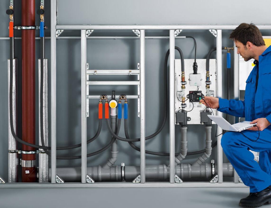 Die Spülstation Viega Hygiene+ Funktion ist Bestandteil des umfassenden Viega Hygiene+ Konzeptes: Dazu gehören neben der Planung mit der Software Viptool die programmierbare Betätigungsplatte Visign for Care und die neue Einpressdüse nach dem Venturi-Prinzip.