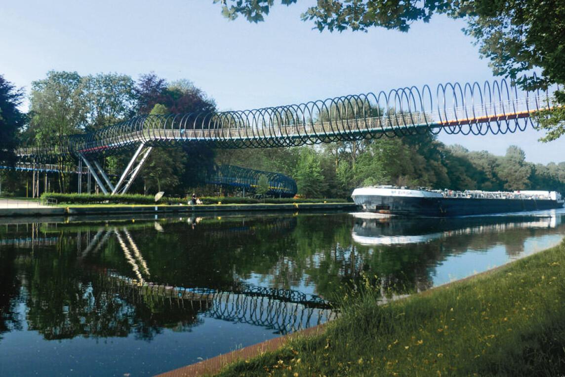 Spannbrücke 'Slinky springs to fame'