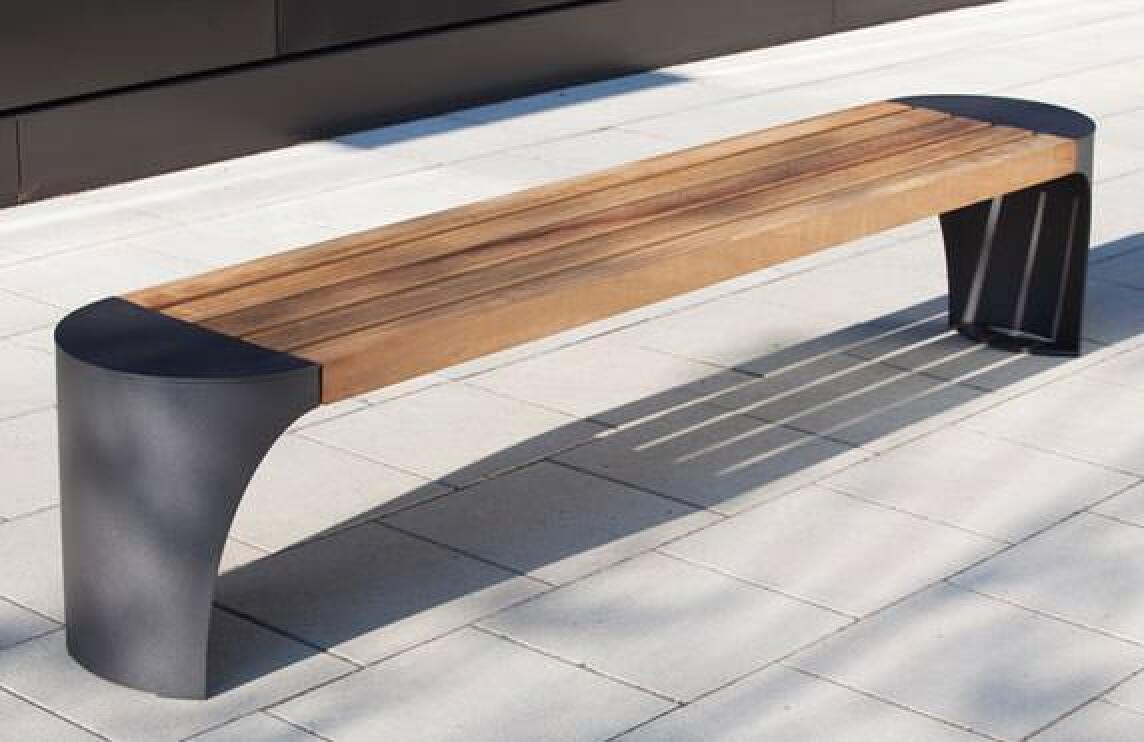 Neue Stadtmöbel-Serien von Abes setzen auf Materialmix aus ...