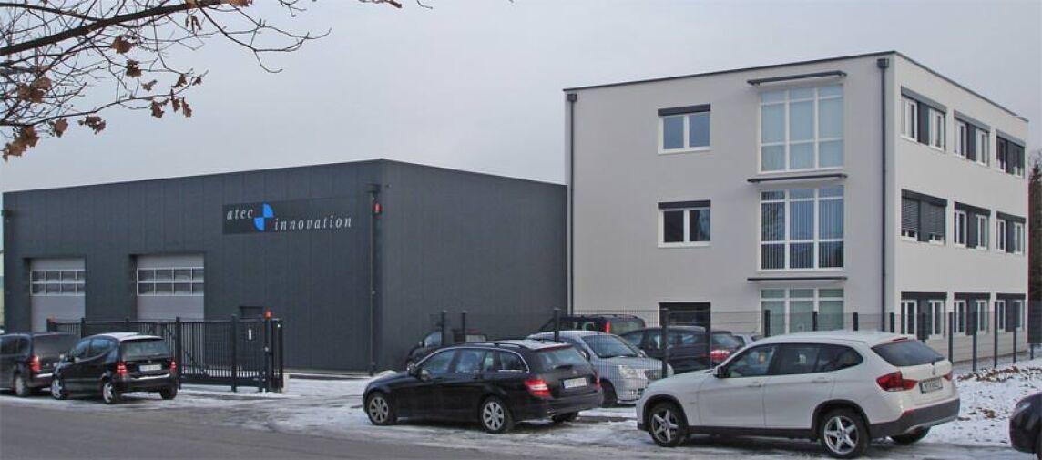 Bürogebäude aus Raum-Modulen und Systemhalle / Hallenbau