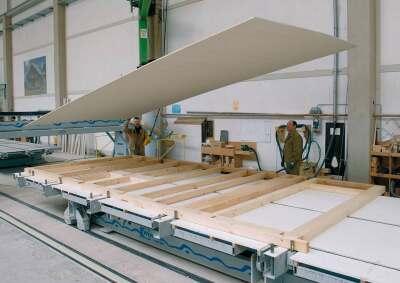 Fertigung einer Wand in Holztafelbauweise