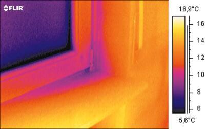 Infrarotbild eines schlecht schliessenden Fensterrahmens