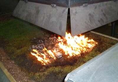 Nach dem Versuch wurde durch Fremdzünden der ausgetrocknete Bereich in Brand gesetzt.