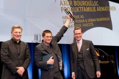 Richard Grohe, Stellvertretender Vorstandsvorsitzender der Hansgrohe AG, nimmt in Frankfurt/ Main den German Design Award 2012 in Gold für Axor Bouroullec entgegen.
