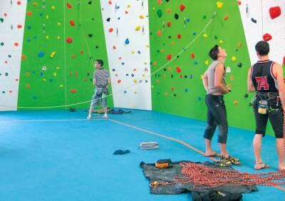 Kletterhalle mit Sportboden