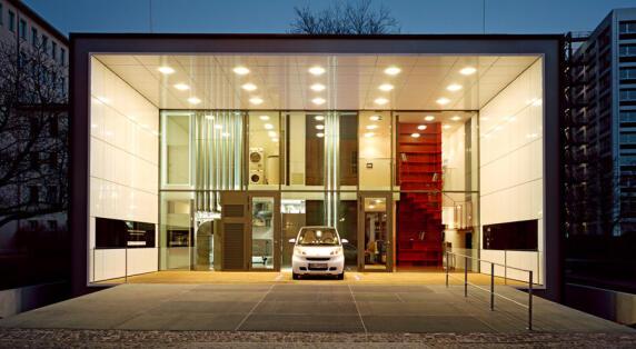"""Projekt F87 von Werner Sobek, ein im Auftrag des Bundesministeriums für Verkehr, Bau und Stadtentwicklung geplantes """"Einfamilienhaus mit Elektromobilität"""""""