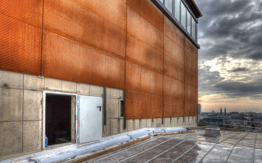 gelochte Cortenstahlplatten als Fassadenverkleidung