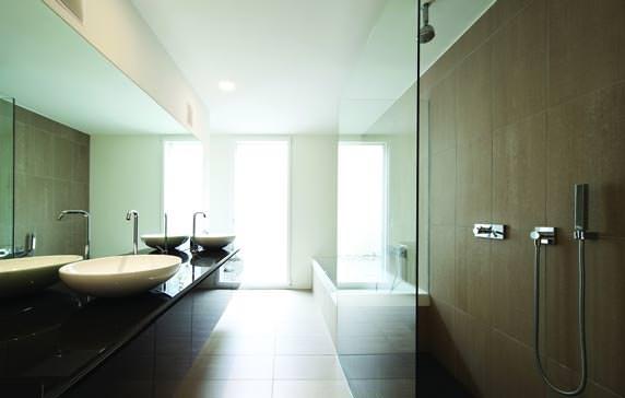 hydrophobierte gipsplatte glasroc h neu von rigips f r den ausbau von feuchtr umen. Black Bedroom Furniture Sets. Home Design Ideas