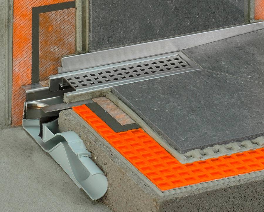 premiere f r 60 mm hohe duschfl che mit linienentw sserung von schl ter systems. Black Bedroom Furniture Sets. Home Design Ideas