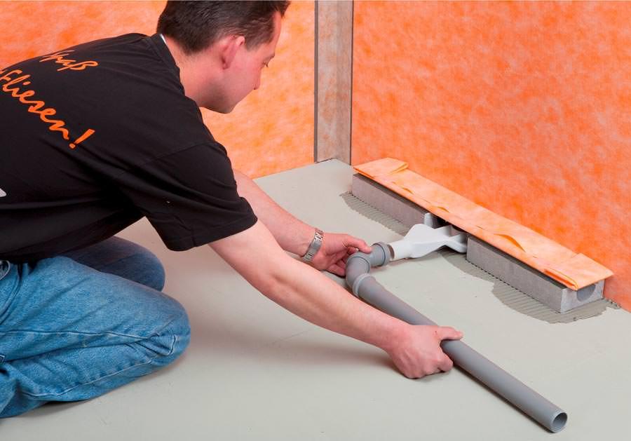 premiere f r 60 mm hohe duschfl che mit linienentw sserung. Black Bedroom Furniture Sets. Home Design Ideas