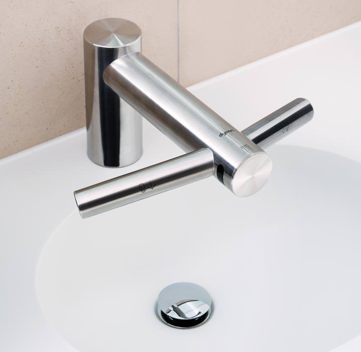 dyson airblade tap die h ndetrocknende waschtischarmatur. Black Bedroom Furniture Sets. Home Design Ideas