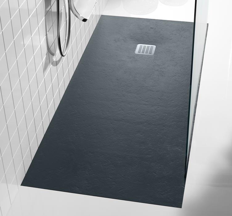 zuschneidbare terran duschwanne von roca mit texturierter farbiger oberfl che. Black Bedroom Furniture Sets. Home Design Ideas