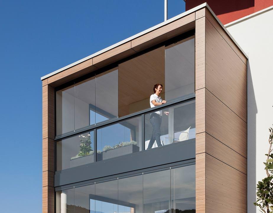 verbesserter schallschutz durch balkonverglasung. Black Bedroom Furniture Sets. Home Design Ideas