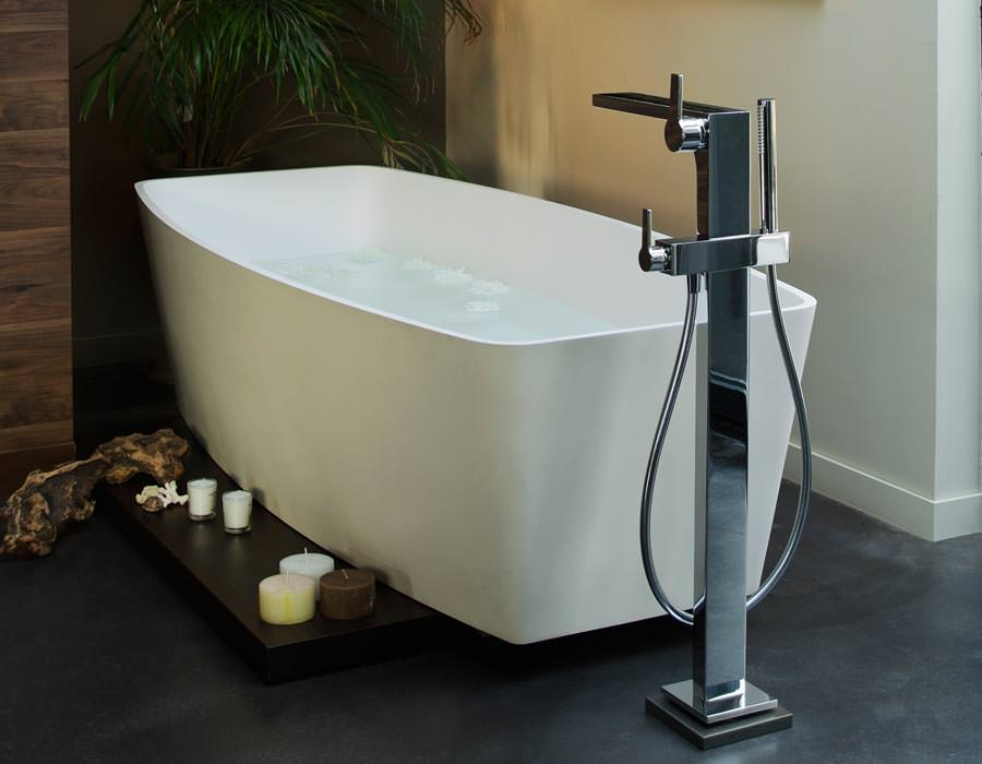 extra hoher einhebel waschtischmischer und freistehende wannenarmatur neu von keuco. Black Bedroom Furniture Sets. Home Design Ideas