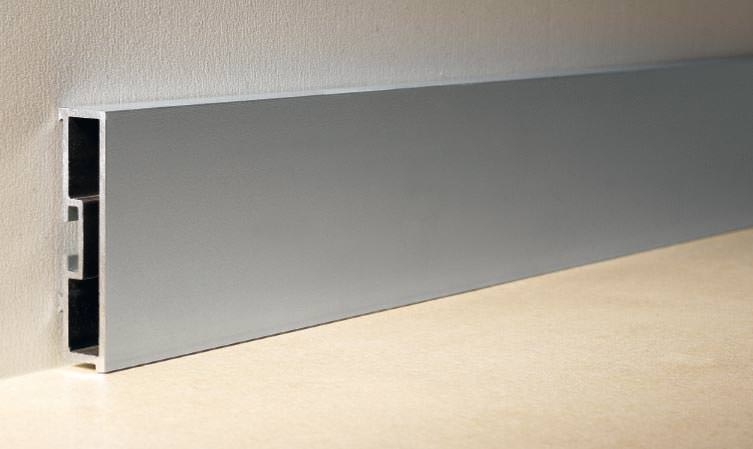 Extrem Sockelleisten aus Metall als Alternative zu Holzleisten GE22