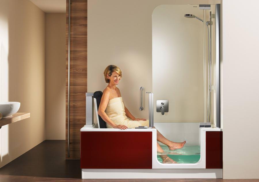 Altersgerechte badewanne mit dusche