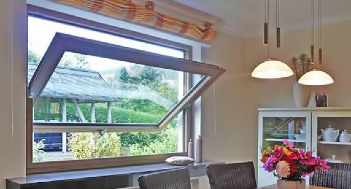 Schwingflügelfenster detail  Sorpetaler Schwingfenster entdeckt altes Prinzip neu