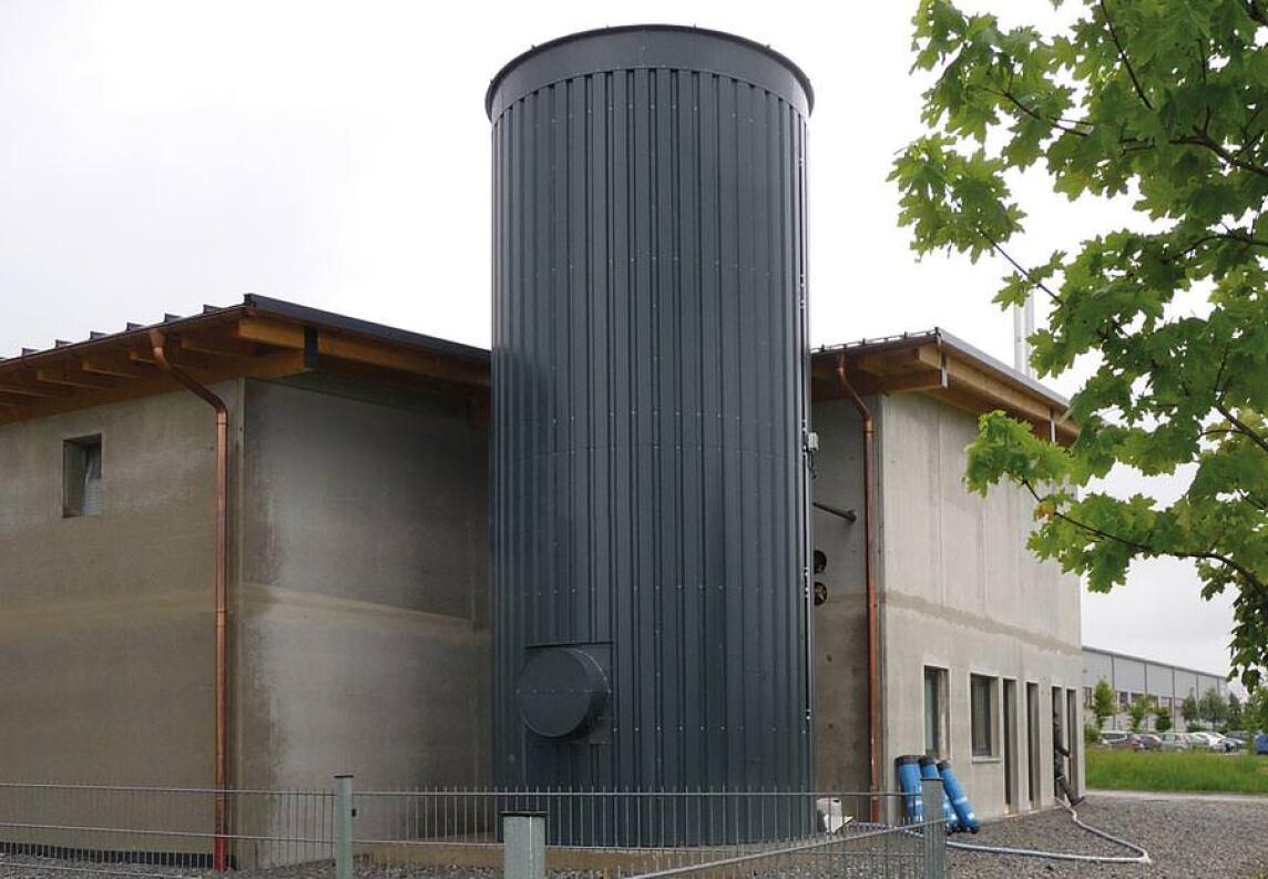 45 m³ großer Pufferspeicher eines Hackschnitzelheizkraftwerks