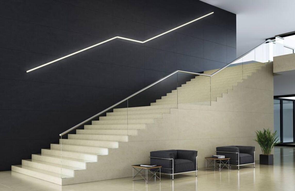 Auffallend dünne Lichtleisten dank LED mit 100 lm/W | Lumilux Combi LED