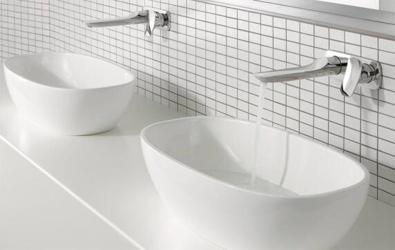 ... Unterputz-Waschtisch-Zweiloch-Einhandmischern gehören Wandausläufe