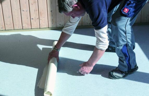 Bodenbelag kann direkt nach Verklebung betreten und genutzt werden.