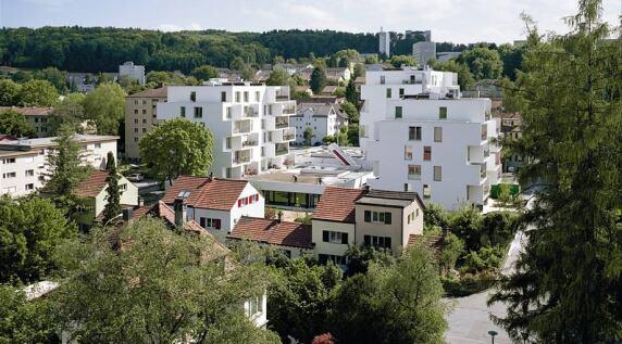 Siedlung mit u.a. Alterswohnungen + Eltern-Kind-Zentrum, Zürich (CH) 2011, pool-Architekten, S. 114 © Thomas Madlener, München