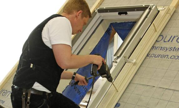 neue puren d mmzarge optimiert w rmeschutz rund um dachfenster. Black Bedroom Furniture Sets. Home Design Ideas