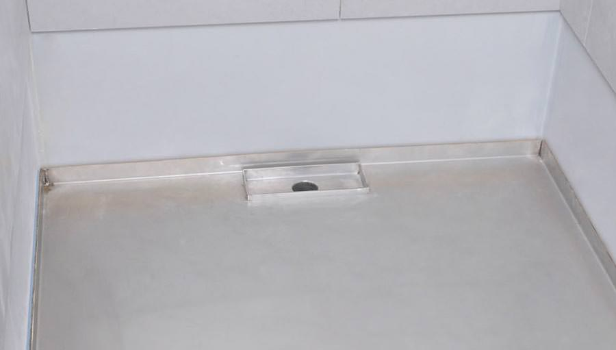 edelstahl duschboard mit nahtlosem wandanschluss neu von richard brink. Black Bedroom Furniture Sets. Home Design Ideas