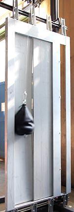 Pendelschlagversuch mit Aufzugtür
